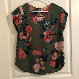 Tops - Cute Olive Green w/ Floral Pattern Blouse